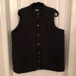 Black puffy winter vest